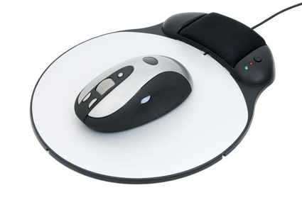 Das Mousepad an sich hat in Unternehmenskreisen einen guten Ruf - es gilt als nettes Give-Away, mit dem Werbung betrieben werden kann. Ein aufwendigeres Mousepad ist nicht umsonst zu haben, bietet dafür aber auch entsprechende Extras und bedeutet für den Nutzer eine optische und oft auch funktionelle Bereicherung seines Schreibtisches.